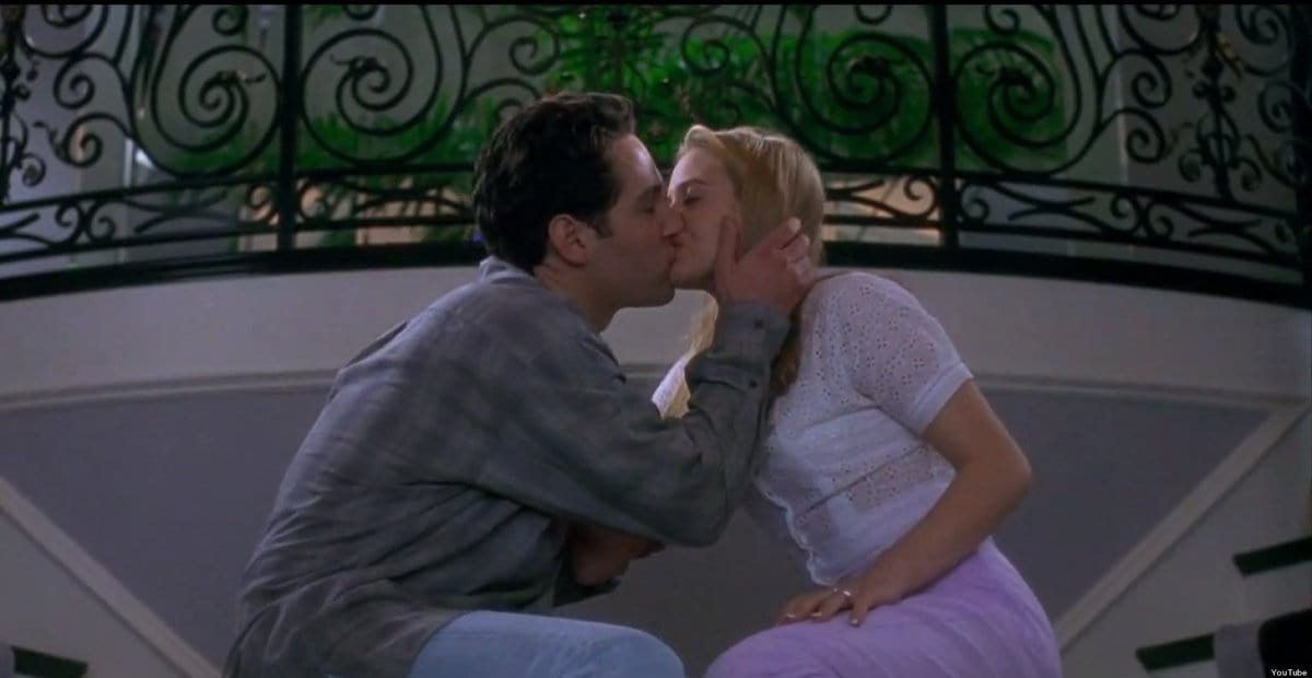 Paul Rudd and Alicia Silverstone kiss in 'Clueless.' Markle and Silverstein went on a movie date to watch this film. (Twitter)