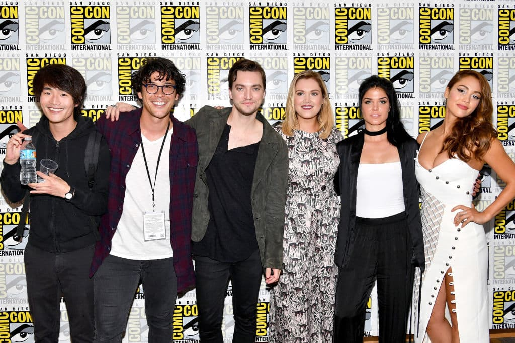 Christopher Larkin, Bob Morley, Richard Harmon, Eliza Taylor, Marie Avgeropoulos and Lindsey Morgan at 'The 100' Press Line during Comic-Con International 2017 at Hilton Bayfront on July 21, 2017 in San Diego, California. (Photo by Dia Dipasupil/Getty Images)