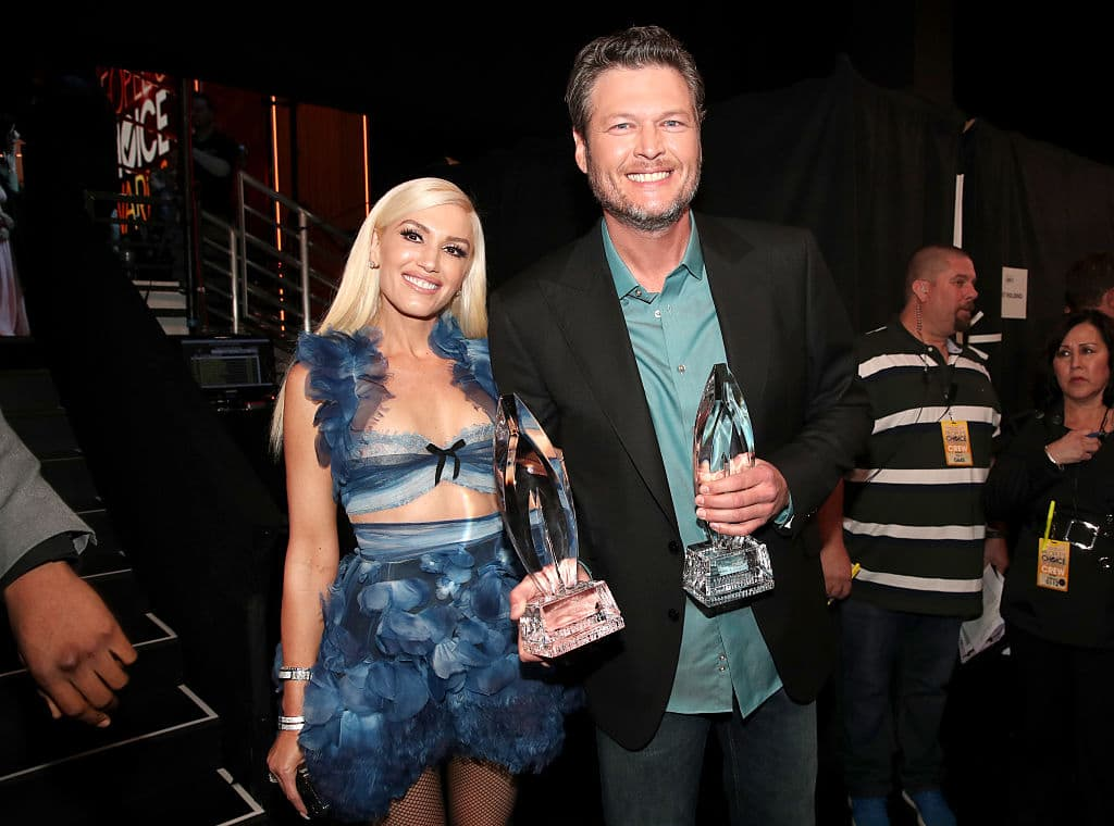 Recording artist/TV personality Gwen Stefani (L) and recording artist/TV personality Blake Shelton, winner of the Favorite Album award for 'If I'm Honest' and Favorite Male Country Artist award, pose backstage at the People's Choice Awards 2017 at Microsoft Theater on January 18, 2017 in Los Angeles, California. (Photo by Christopher Polk/Getty Images for People's Choice Awards)