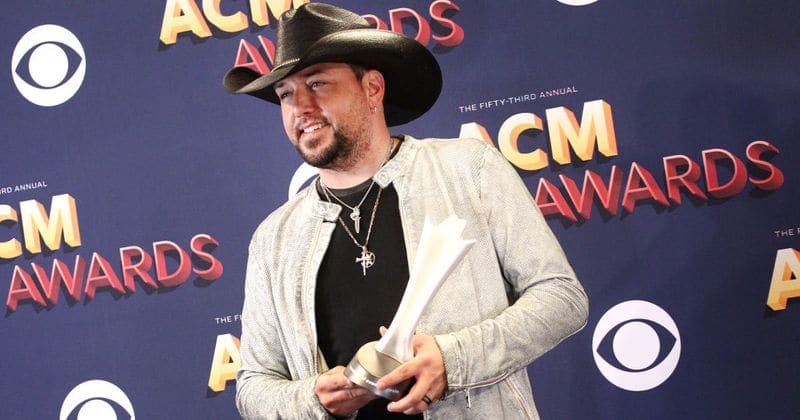 Jason Aldean dedicates his Entertainer of the Year award to the lost souls of the Las Vegas massacre