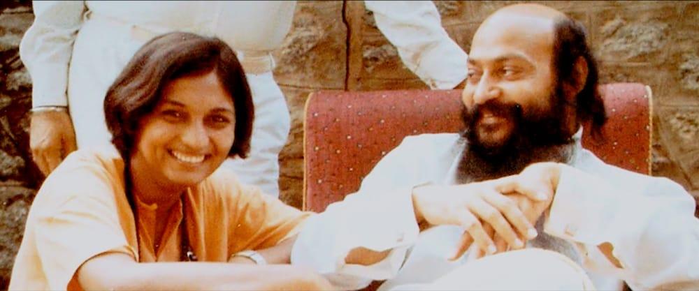 Sheelawith OshoRajneeshin PuneAshram. (Netflix)