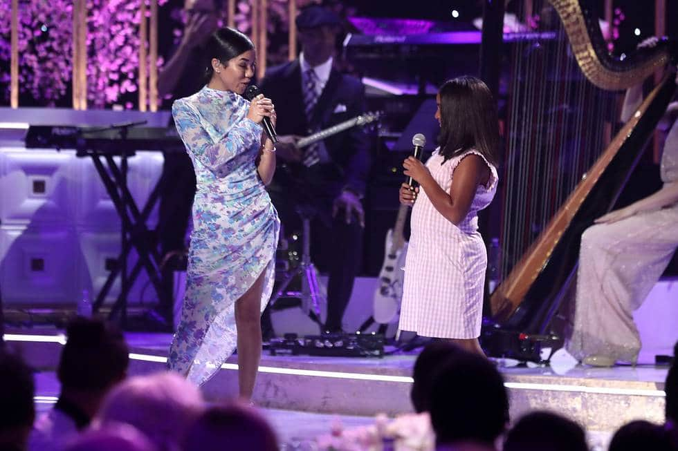 Jhene Aiko and daughter Namiko Love Browner perform on stage. (Source: Slate PR)