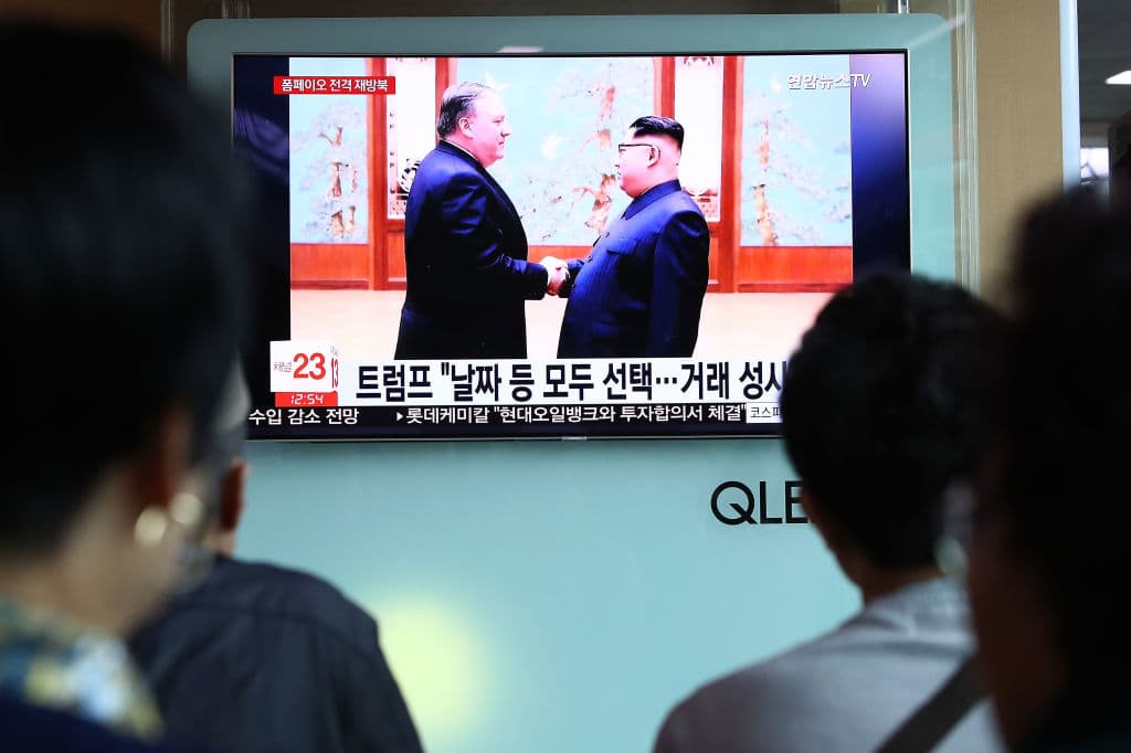 South Koreans watch on a screen reporting the US Secretary of State Mike Pompeo visit to North Korea at the Seoul Railway Station on May 9, 2018 in Seoul, South Korea. (Photo by Chung Sung-Jun/Getty Images)