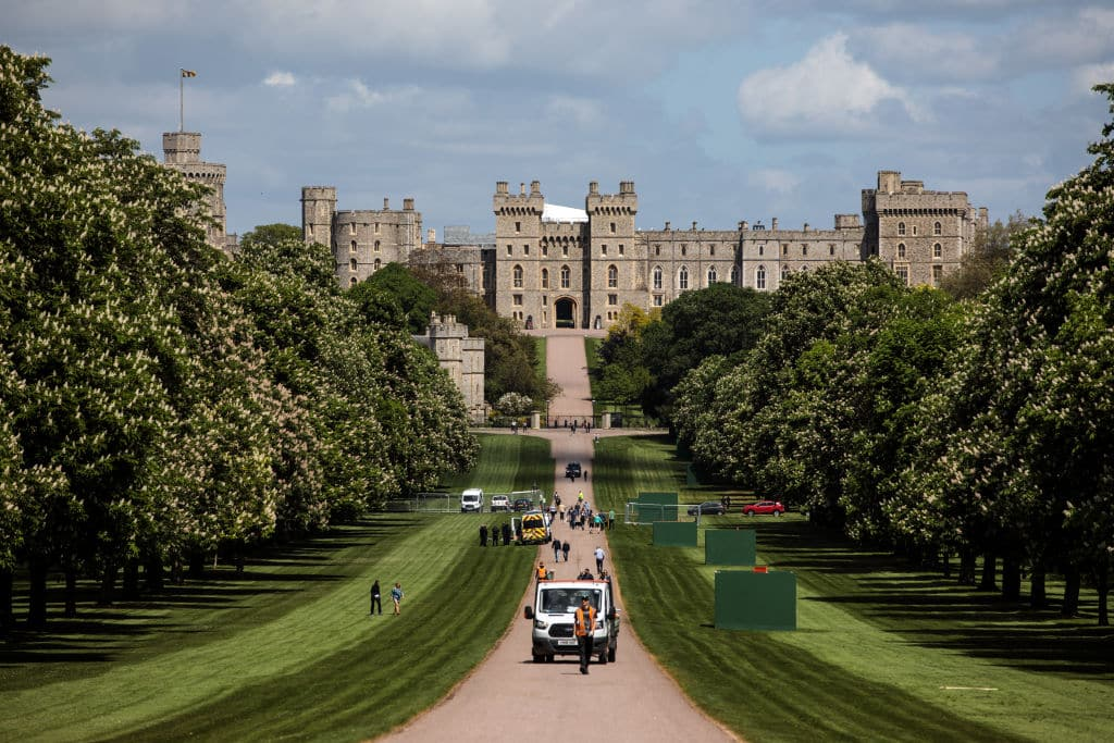 Work continues along The Long Walk in front of Windsor Castle ahead of the wedding of Prince Harry and Meghan Markle in Windsor (Photo by Jack Taylor/Getty Images)