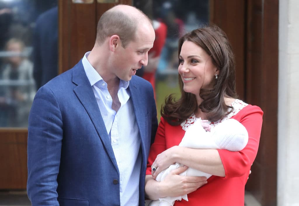 Prince William, Duke of Cambridge and Catherine, Duchess of Cambridge depart the Lindo Wing with their newborn son Prince Louis of Cambridge at St Mary's Hospital on April 23, 2018 in London, England (Photo by Chris Jackson/Getty Images)