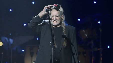 "Willie Nelson ""storms"" off stage moments after walking on, as serious illness fears resurface"