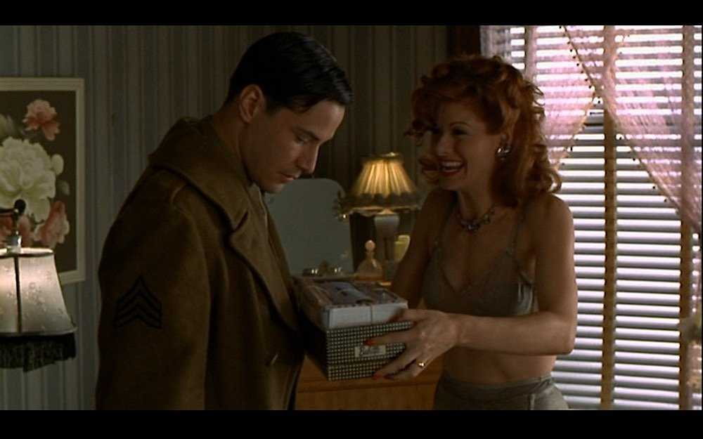 Keanu Reeves and Debra Messing in 'A Walk in the Clouds' (IMDB)