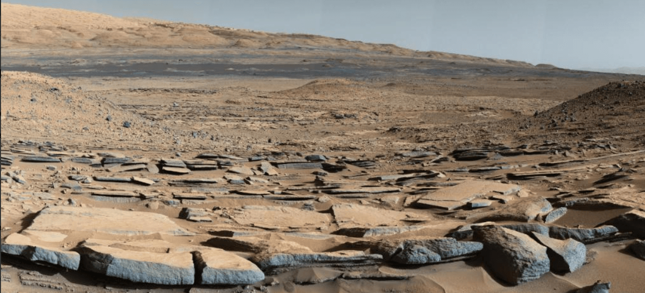 A picture taken by Curiosity on the surface of the planet (Twitter)