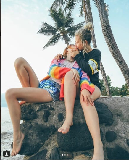 Bella and Tana indulged in some carefree PDA(Instagram)