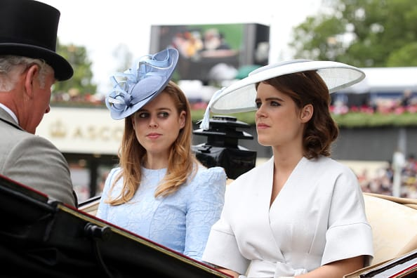 Princess Beatrice and Eugenie arrive at the Ascot racing event (Getty Images)