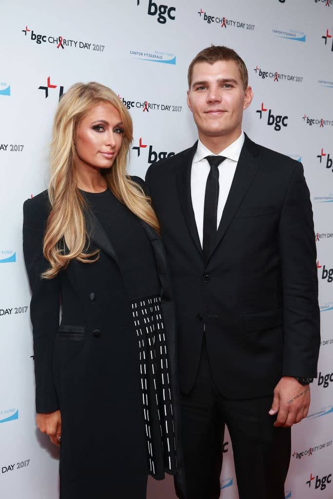 Paris Hilton and Chris Zylka (Source: Getty Images)