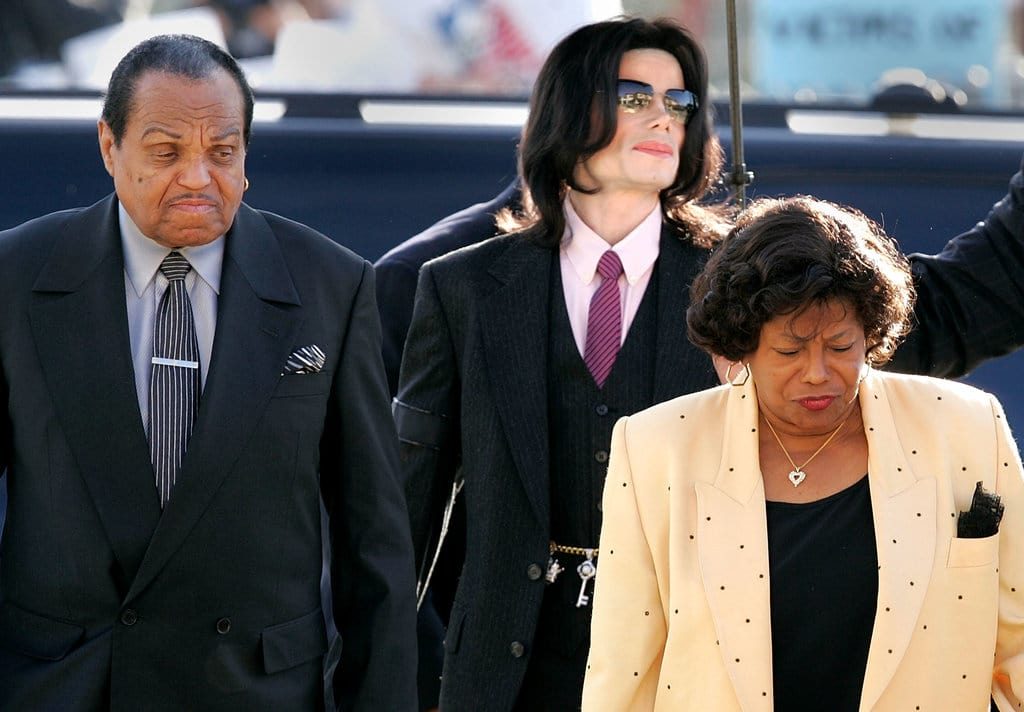 Singer Michael Jackson (C) arrives with parents, Joseph Jackson (L) and Katherine Jackson, at the Santa Maria Superior Court during the second week of the trial March 8, 2005 in Santa Maria, California. Jackson is charged in a 10-count indictment with molesting a boy, plying him with liquor and conspiring to commit child abduction, false imprisonment and extortion. He has pleaded innocent. (Photo by Carlo Allegri/Getty Images)