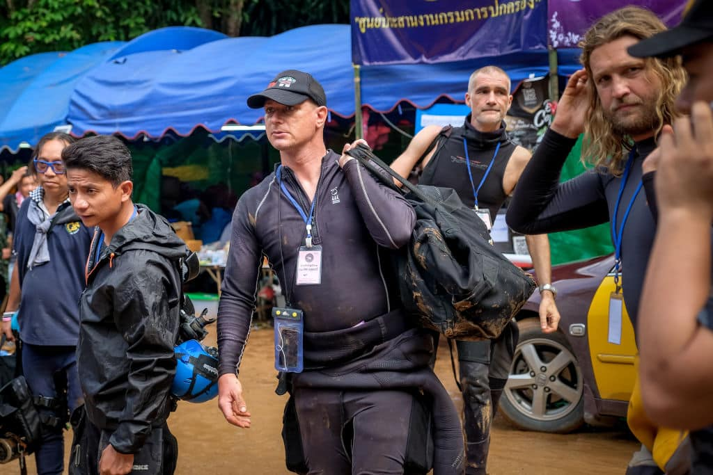 Foreign divers head to Tham Luang Nang Non cave to continue the rescue operation after the 12 boys and their soccer coach have been found alive in the cave where they've been missing for over a week after monsoon rains blocked the main entrance on July 03, 2018 in Chiang Rai, Thailand. (Photo by Linh Pham/Getty Images)