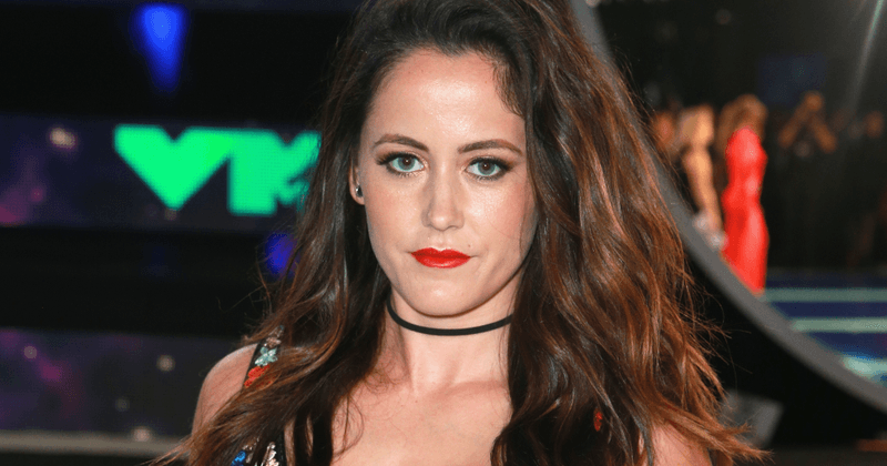 'Teen Mom' star Jenelle Evans is turning down offers because she's 'locked in contract' with MTV