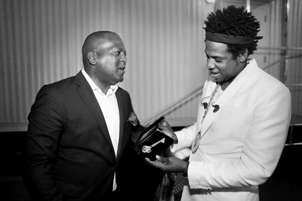 Mayor of the city of Columbia - Steve Benjamin - presenting rapper Jay Z with the key to the city. Source: Twitter (Photo by Raven B. Varona)