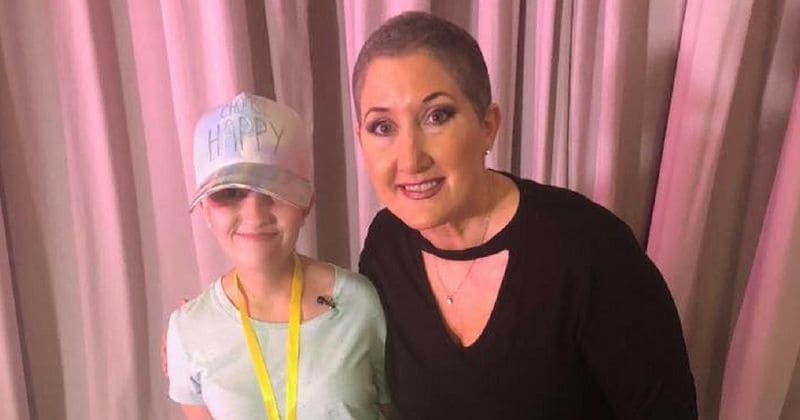 Photographer forces 13-year-old cancer patient who lost hair from chemotherapy to remove hat for class photo