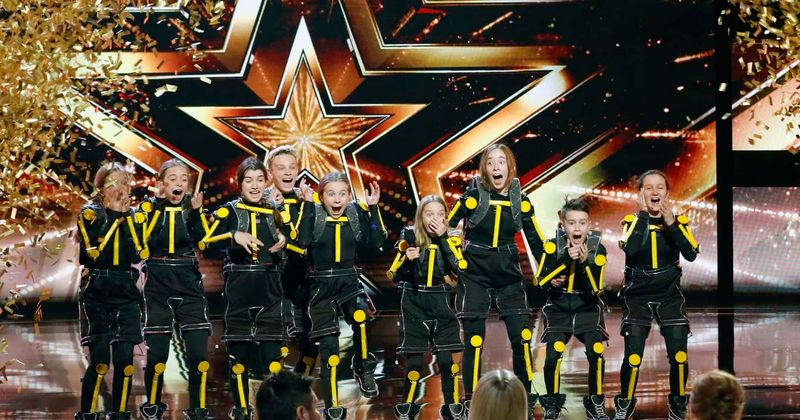 'America's Got Talent': Ellie Kemper pushes her Golden Buzzer for Light Balance Kids and fans love her choice
