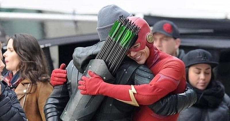 Stephen Amell exudes bromance on 'Arrow' and 'The Flash' set