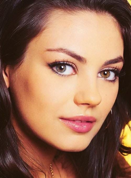 Mila Kunis Blind In One Eye For A Time From Iris Inflammation That Left Her With Cataracts Diffe Coloured Eyes