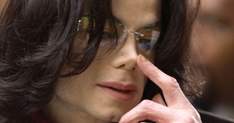 Michael Jackson S Former Maid Says She Found Children S Underwear Floating In His Jacuzzi And Tampons Next To His Bed Meaww