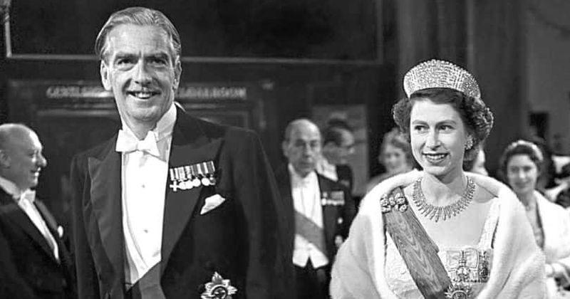 The Crown' Season 3: PM Harold Wilson and Queen Elizabeth II get ...