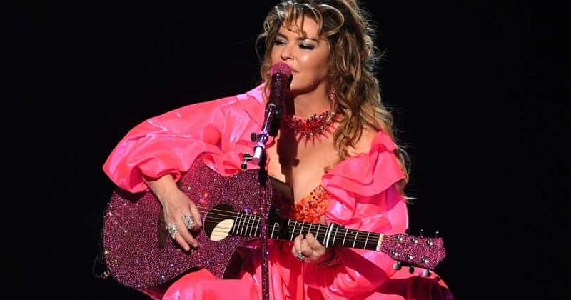 Shania Twain Tour 2020.Amas 2019 How Much Does Shania Twain S Guitar Cost Fans
