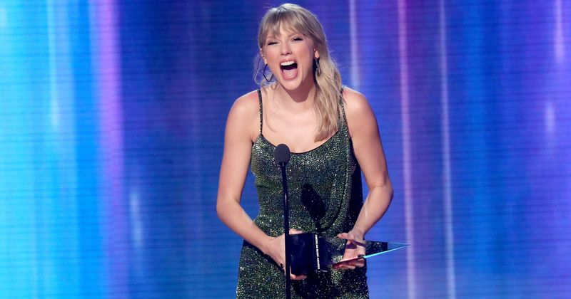American Music Awards 2019 Complete Winners List Taylor Swift Bags Artist Of The Decade Meaww