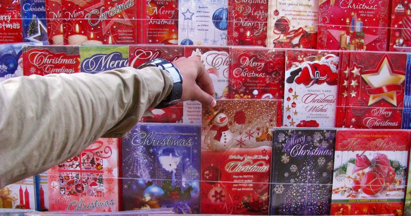 School Headteacher Asks Students Not To Send Out Christmas Cards To Save The Environment Parents Slam Him For Ruining The Holiday Spirit Meaww