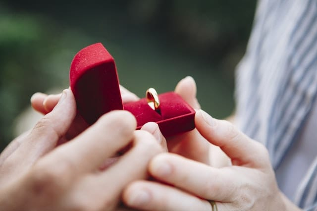 Many people commented, with some even recounting their own proposal experiences (Source: Pexels)