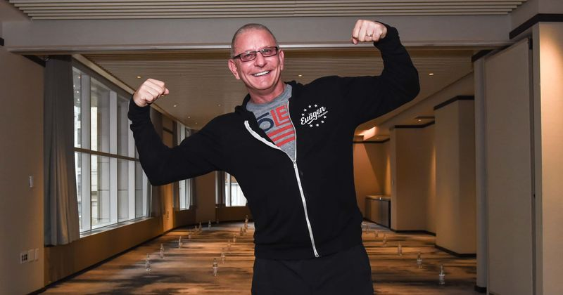 'Restaurant Impossible: Back in Business': Here's why Robert Irvine discourages cooking while wearing gloves