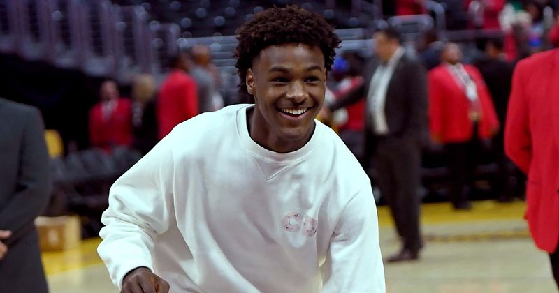 Who Is Bronny James Dating Fans And Trolls Clash Over Love Life Of Lebron James Son After Tiktok Video Trends Meaww