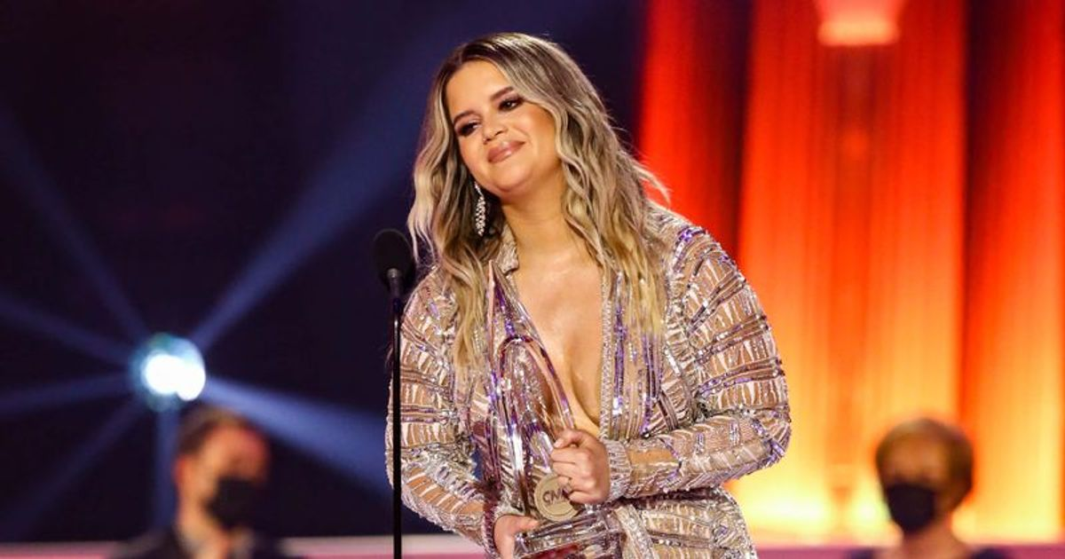 Carrie Underwood Wins Favorite Country Female Artist at AMAs