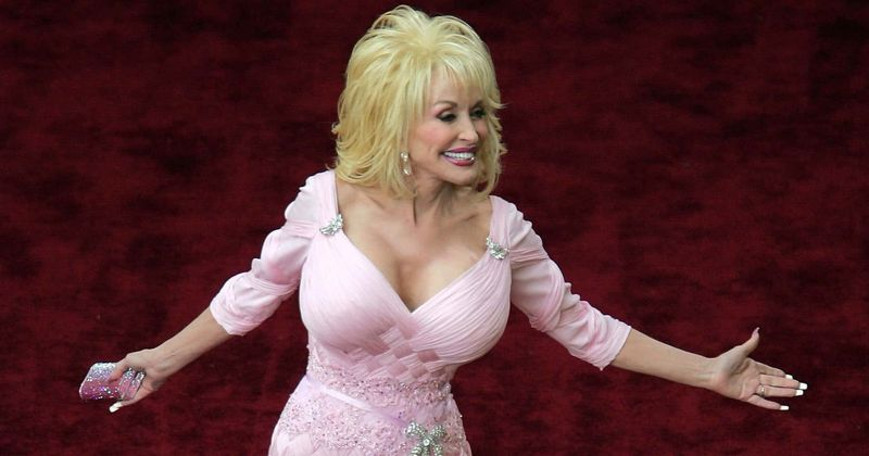 Did Dolly Parton ever get breast implants? Here's why singer said Virginia  Twins were 'killing' her after surgery | MEAWW